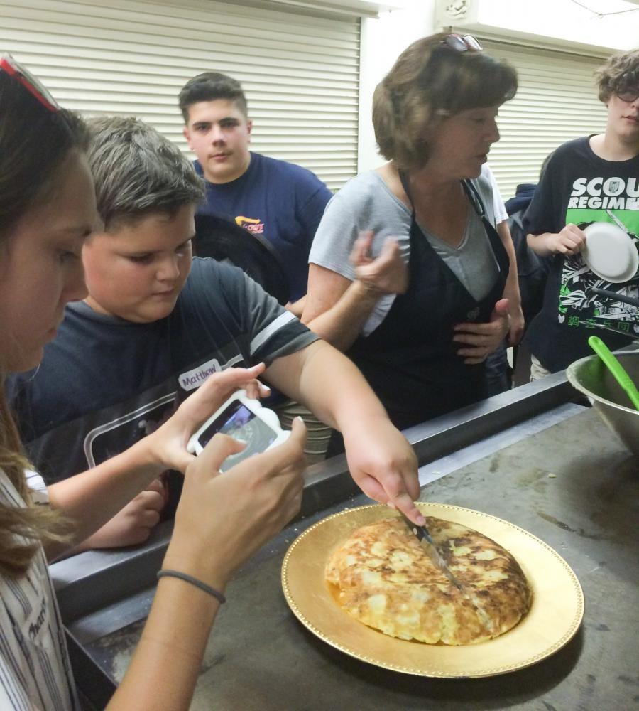 Matthew+Almirantearena+slices+the+cooked+tortilla.