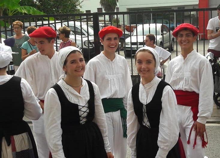 Kaliforniako+Euskal+Etxeak+in+the+2019+Baztan+parade.