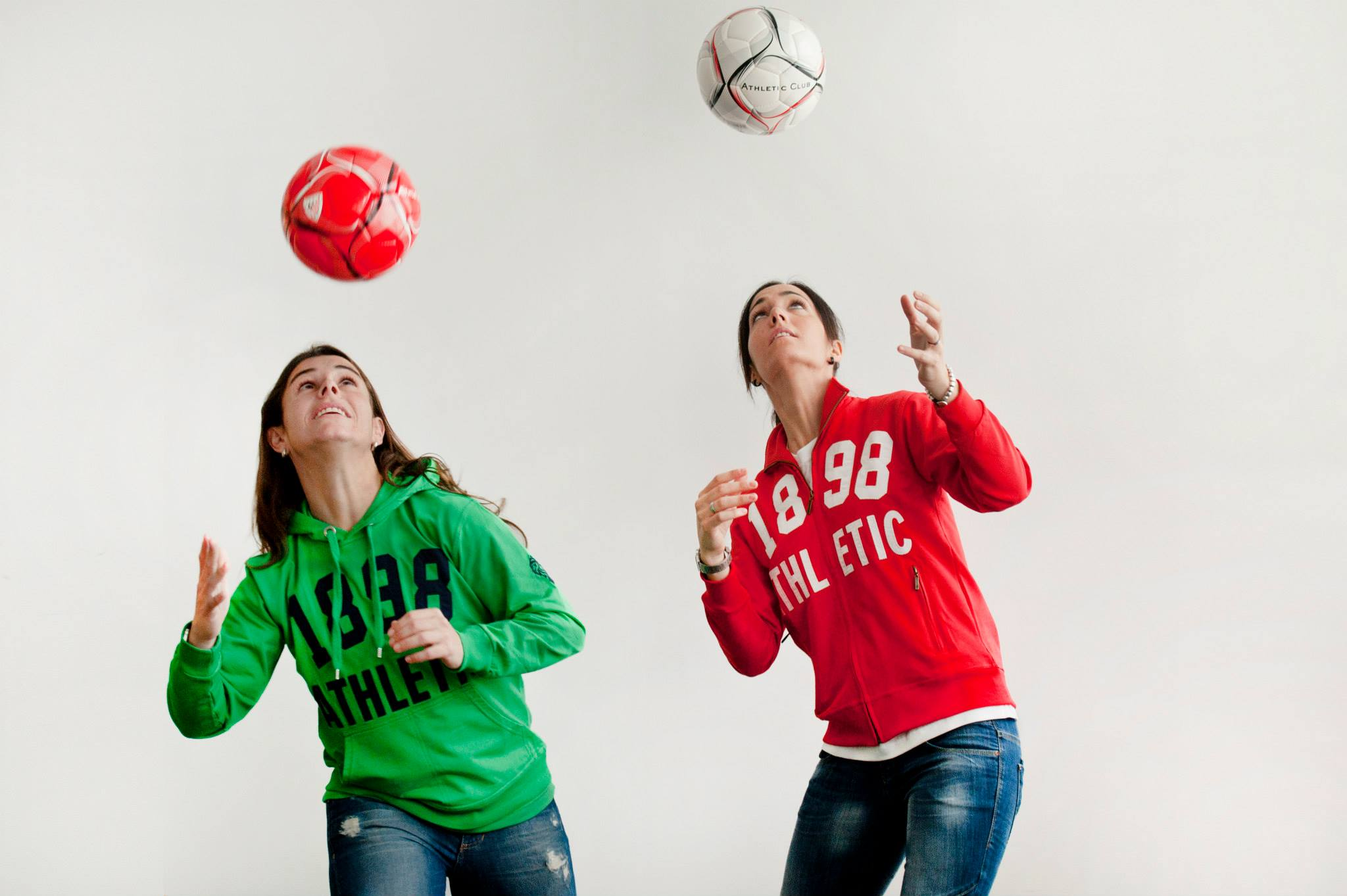 The women's team of Athletic Bilbao will be teaching a youth soccer camp.
